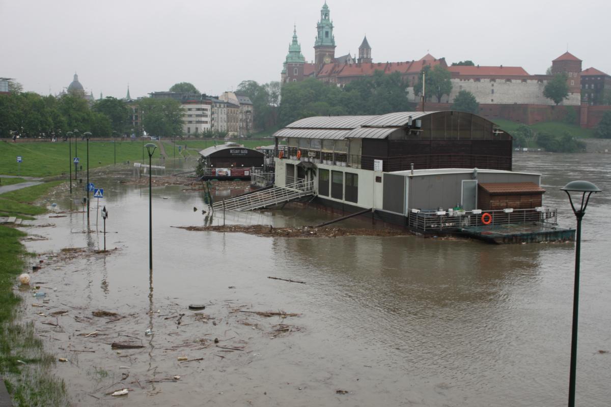 Pochmurny, piątkowy poranek w Krakowie... | zdjęcie nr 1 w galerii