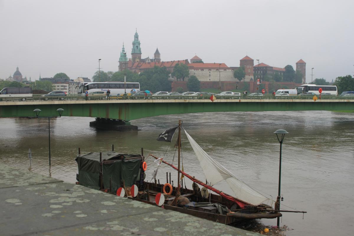 Pochmurny, piątkowy poranek w Krakowie... | zdjęcie nr 3 w galerii