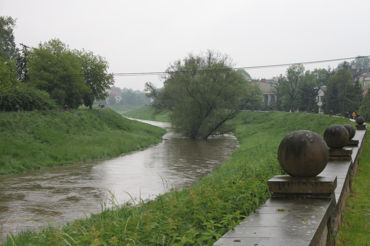 Pochmurny, piątkowy poranek w Krakowie... | zdjęcie nr 5 w galerii